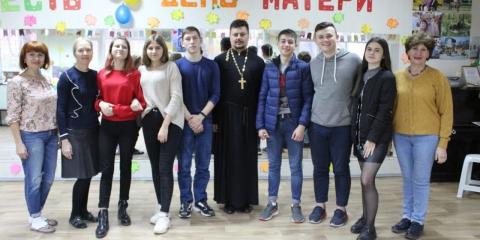 Настоятель таганрогского прихода рассказал студентам о роли семьи