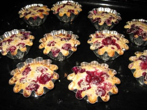 Французский десерт с ярким вкусом вишни