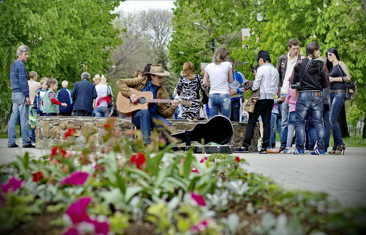 Как таганрожцы помогли уличному музыканту
