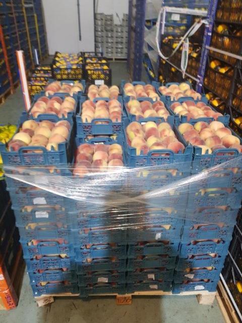 На Дону уничтожена крупная партия санкционных персиков