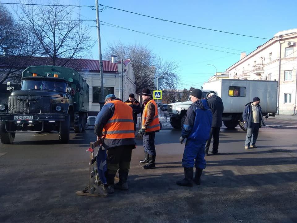 В центре Таганрога идет ремонт коллектора
