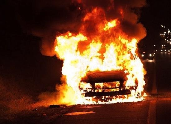 Под Таганрогом водитель погиб в горящей машине