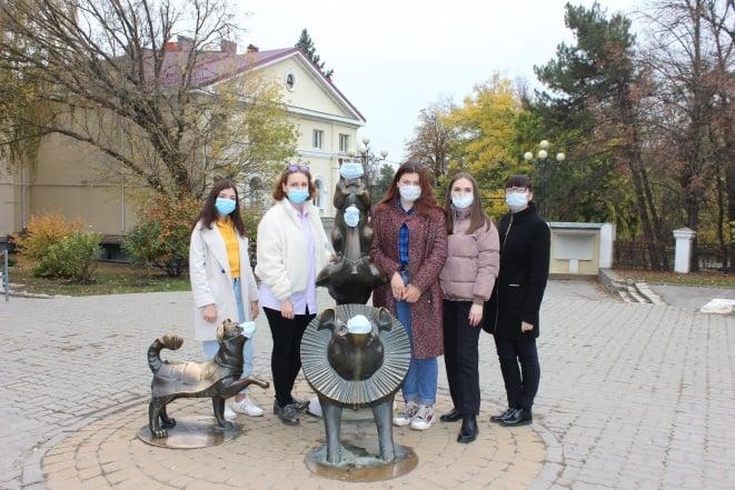 В Таганроге надели маски на чеховских персонажей