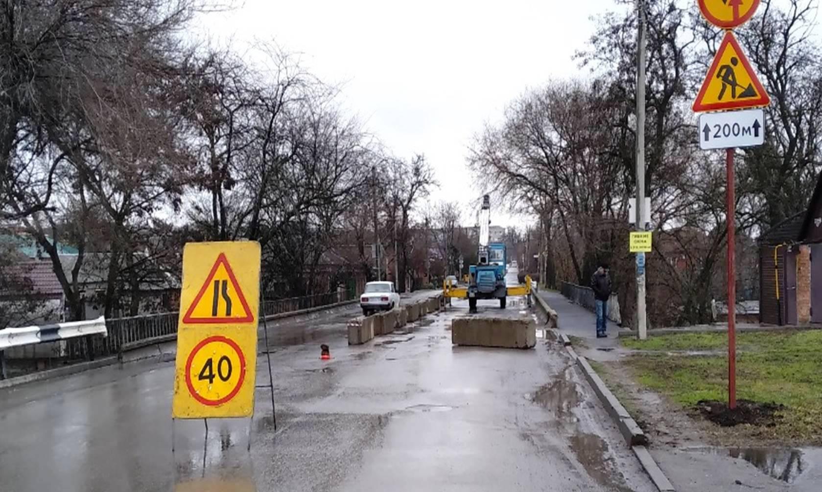 В Таганроге продолжается ремонт моста на улице Шевченко