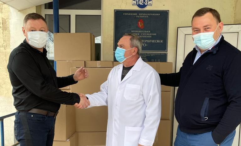 Депутаты продолжают помогать медикам Таганрога