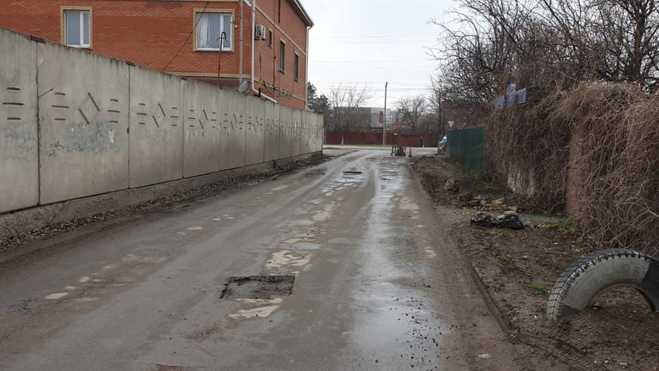 В Таганроге продолжают ремонтировать дороги