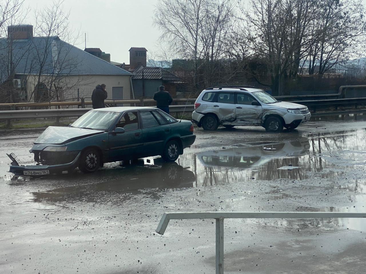 В Таганроге на ул. А. Крюйса столкнулись две иномарки