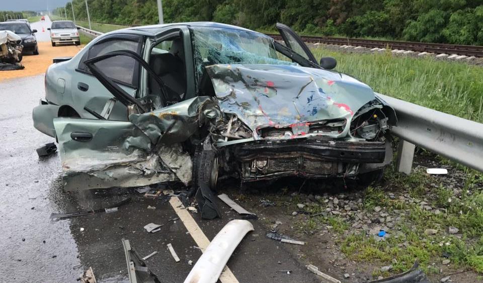В аварии на донской трассе погибла женщина