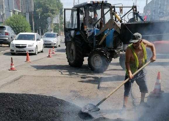 В Таганроге ремонтируют дорогу на ул. Пархоменко