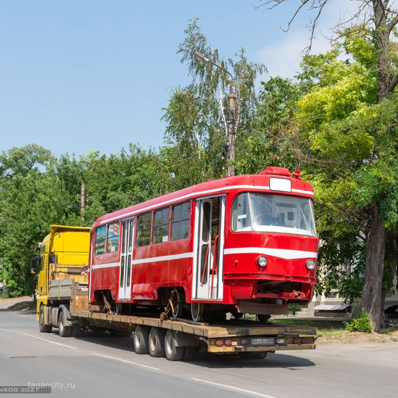 В парке Таганрога установили ретро-трамвай