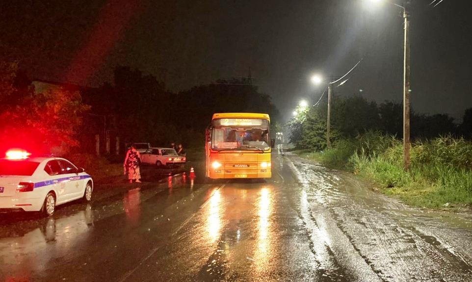 Житель Ростовской области попал под пассажирский автобус
