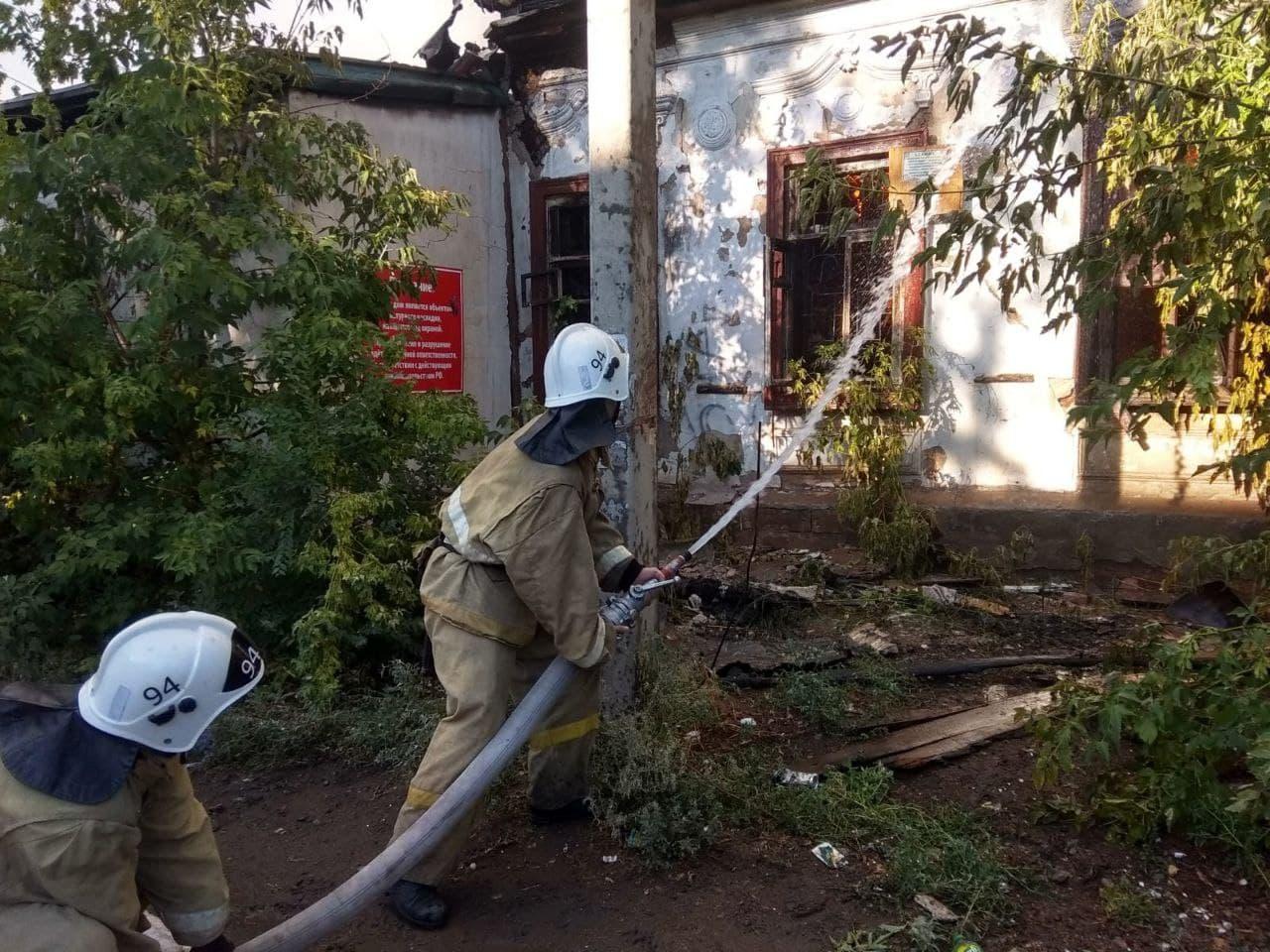 В Таганроге тушили пожар в дачном товариществе