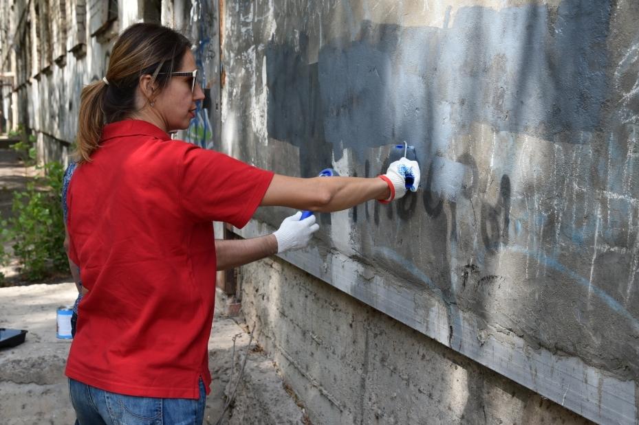 Что грозит таганрожцам за граффити на фасадах?