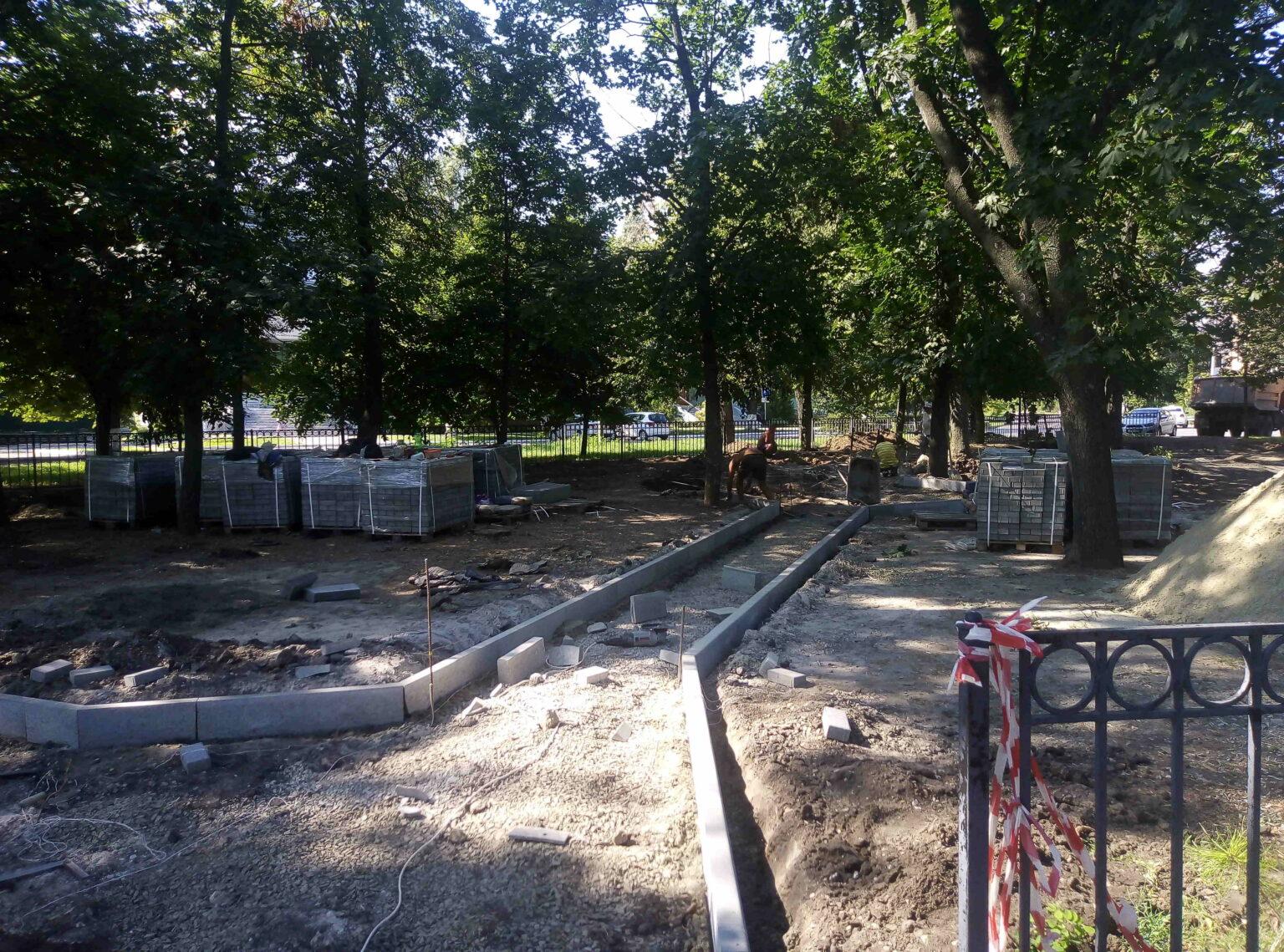 И снова о деревьях в Петровском сквере