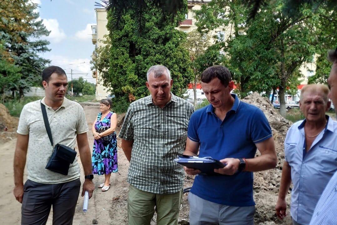 В Таганроге продолжается реконструкция сквера на Северной площади