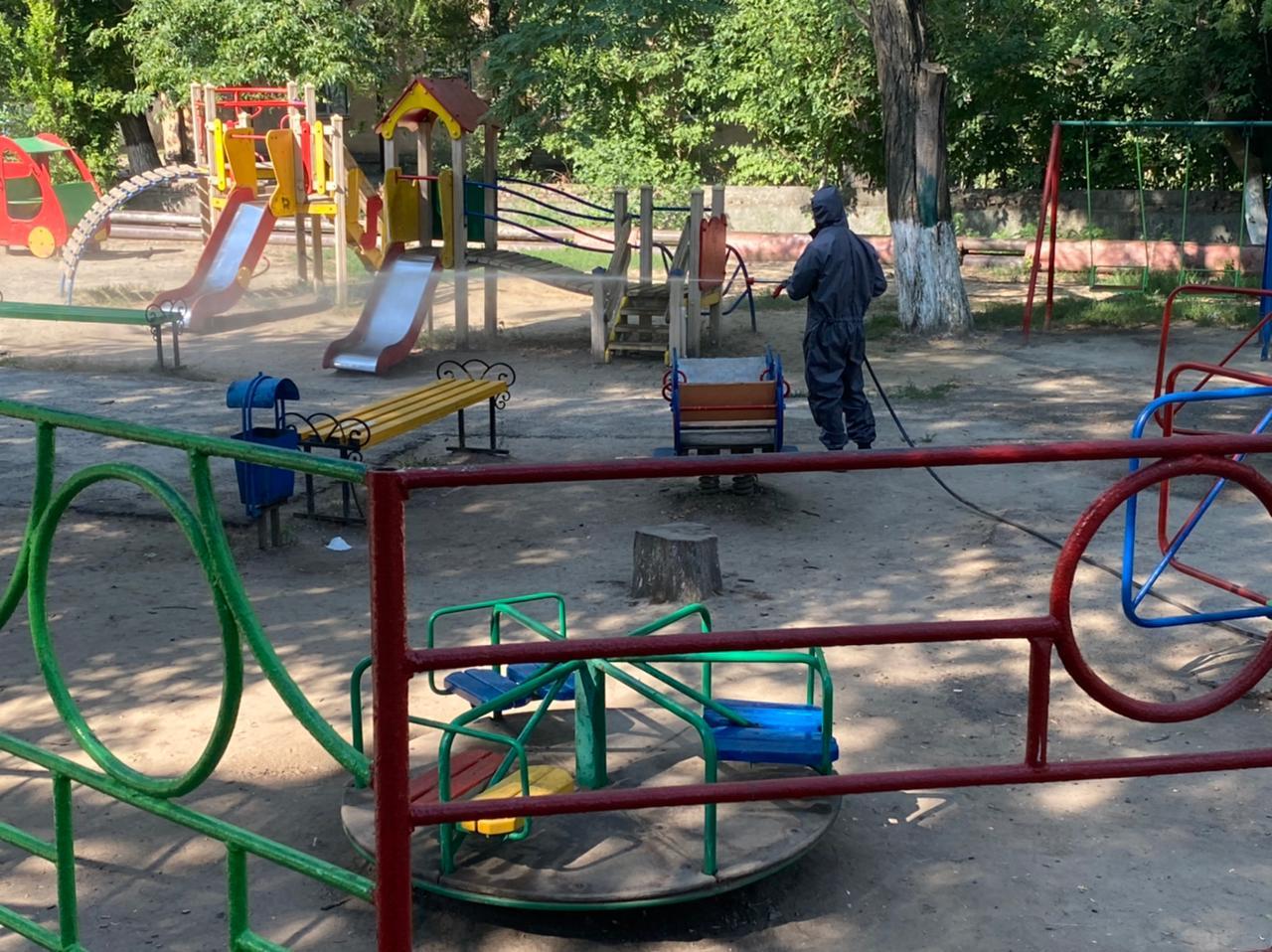 Донские спасатели продолжают дезинфекцию социально значимых мест