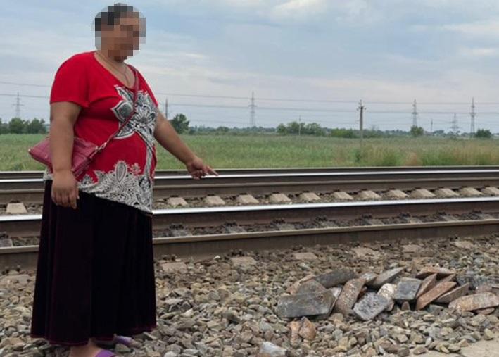 Жительница Дона похитила сотни килограммов чугуна из вагона