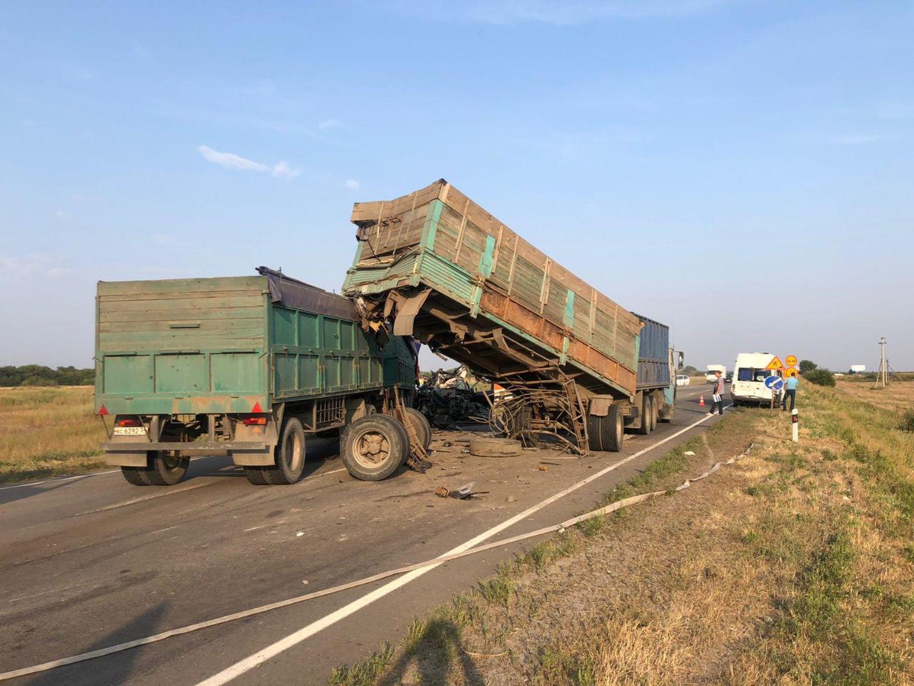 На трассе в Ростовской области произошло массовое ДТП