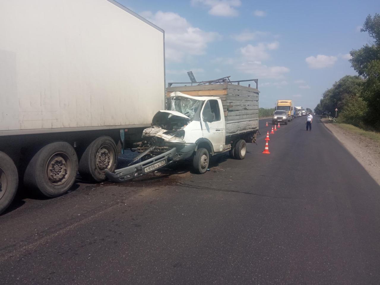 В Ростовской области пассажир погиб в ДТП с большегрузом