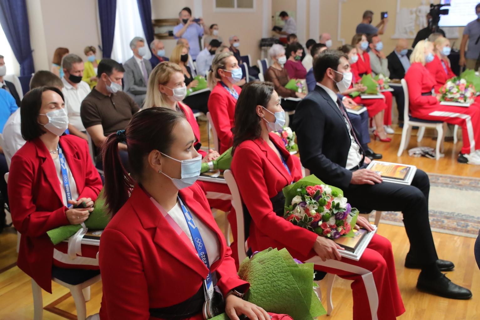 Губернатор вручил областные награды донским олимпийцам