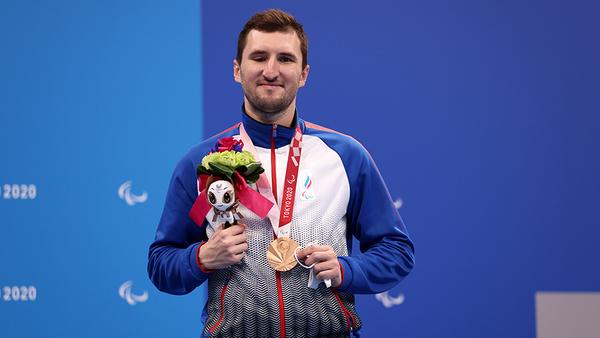 У спортсмена из Таганрога — «золото» Паралимпиады в Токио