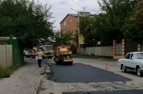 В Таганроге продолжается карто-ямочный ремонт дорог