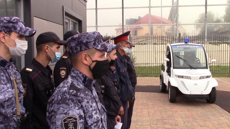 На Дону полиция начала патрулировать улицы на электромобилях