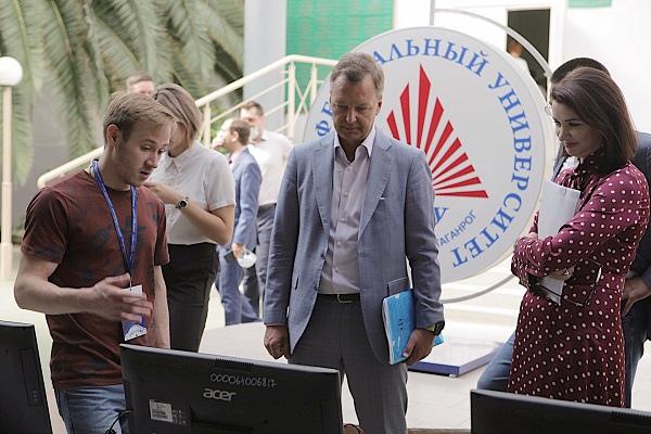Первый вице-спикер Совфеда встретился со студентами Таганрога