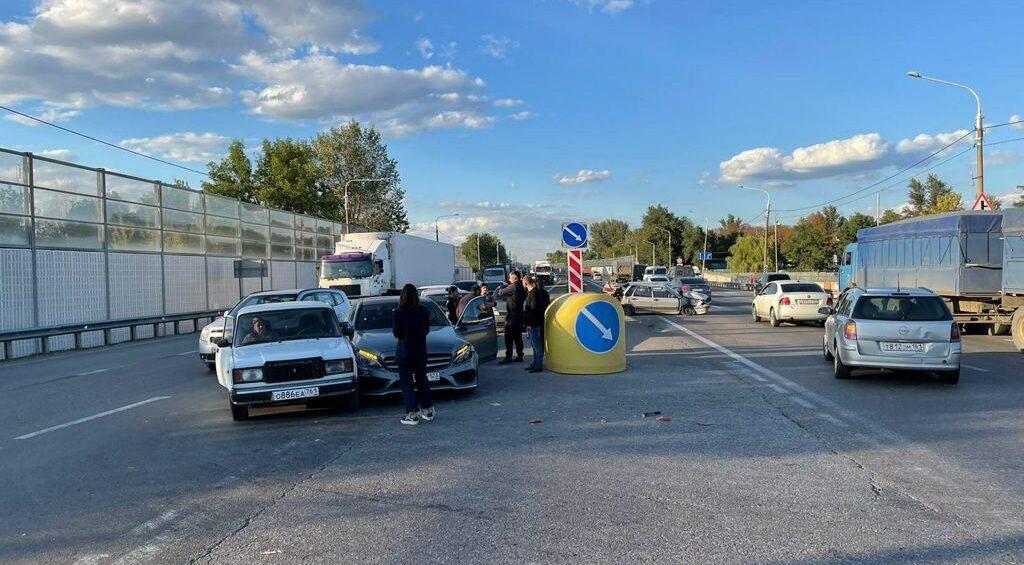 Три человека пострадали в массовом ДТП в Ростовской области