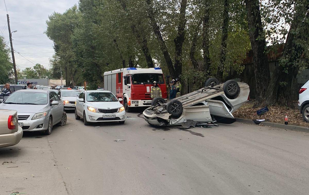 Автомобиль перевернулся: на Дону три машины попали в ДТП