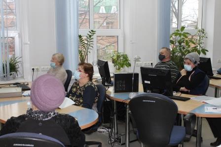 В библиотеке Таганрога учат пользоваться компьютером