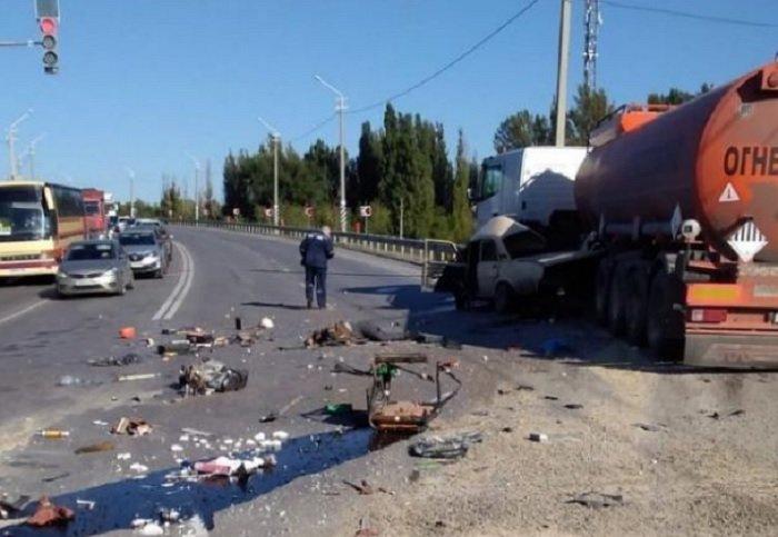 На Дону в ДТП с бензовозом погибли два человека