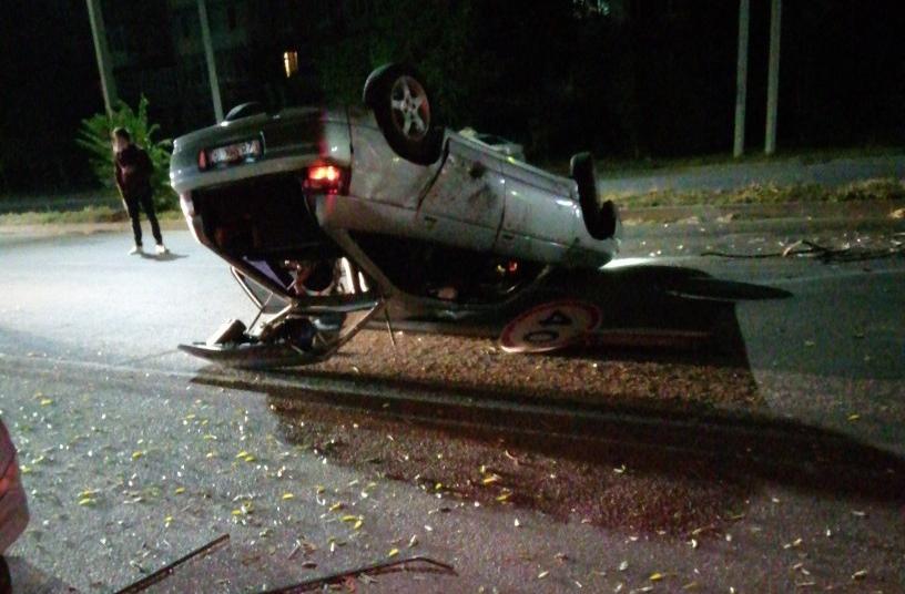 ДТП в Таганроге: на улице Сызранова перевернулся автомобиль