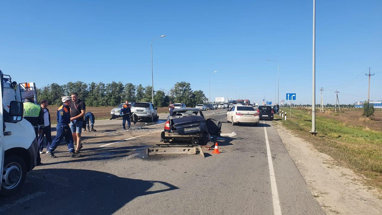 Массовая авария произошла на трассе в Ростовской области