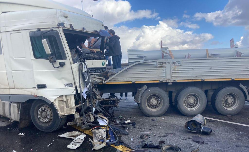 На трассе в Ростовской области столкнулись восемь машин