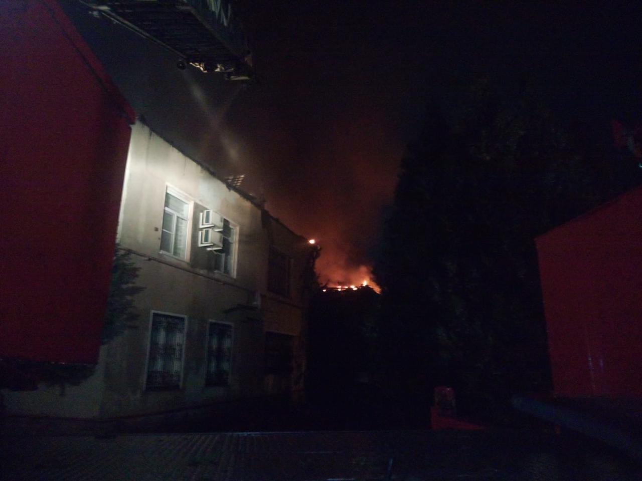 Ночью в Ростовской области тушили пожар в жилом доме
