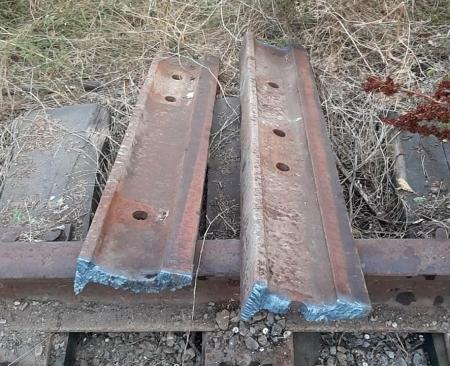 Трое жителей Дона украли шесть метров рельсов