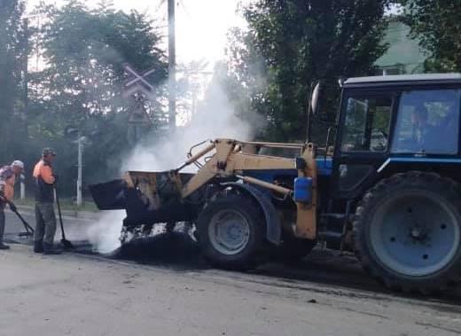 В Таганроге ремонтируют дорогу на улице А. Крюйса