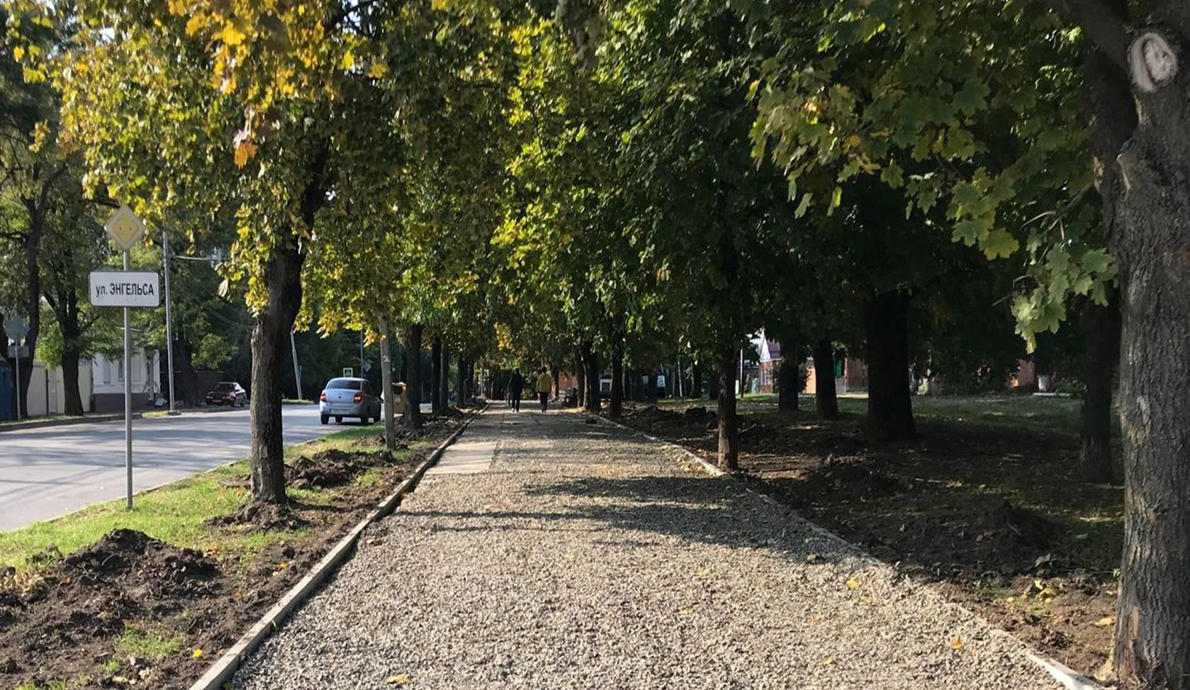 В Таганроге ремонтируют тротуар в Смирновском переулке