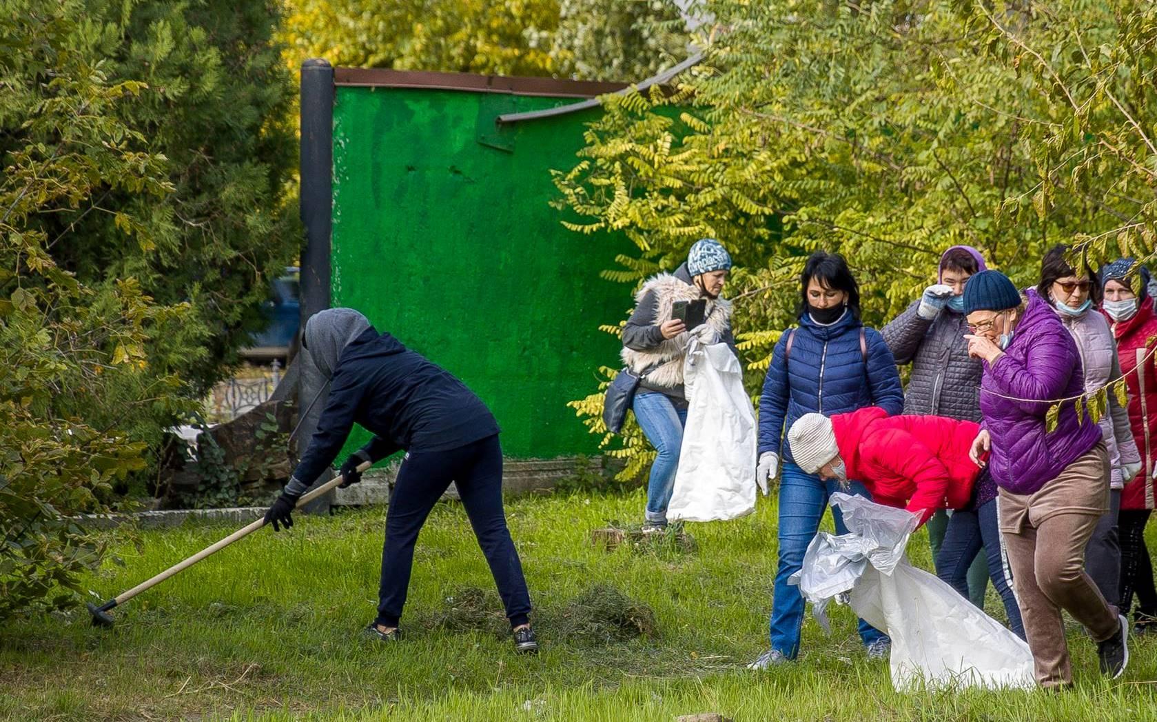 В Таганроге месячник чистоты завершился субботником