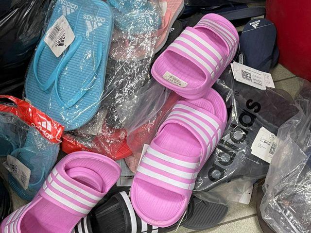 В Таганроге торговали одеждой с признаками контрафактности